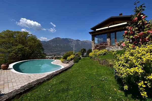 Villa i Pisogne