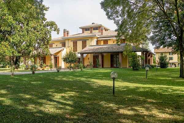 Villa in Borghetto