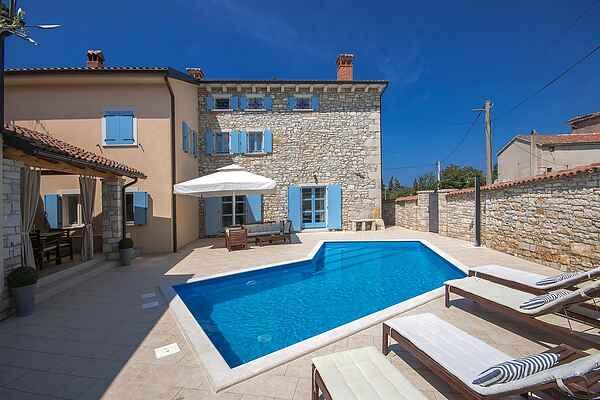 Villa in Tar