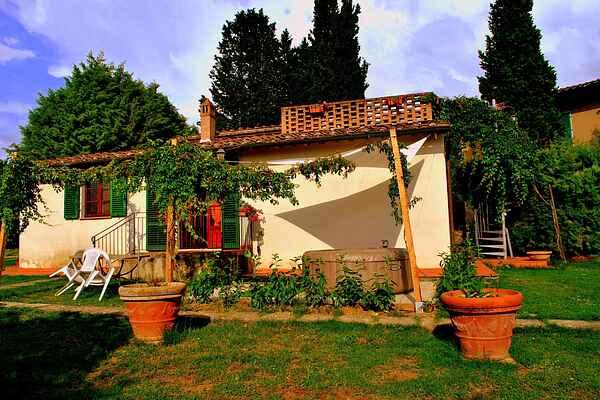 Farm house in Guistrigona