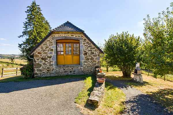 Holiday home in Mourjou