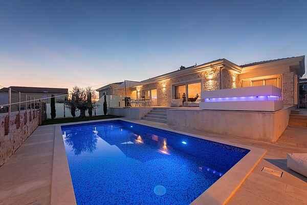 Villa i Tar