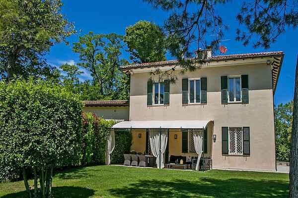 Villa in Centinarola