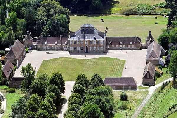 Sommerhus i Lurcy-Lévis