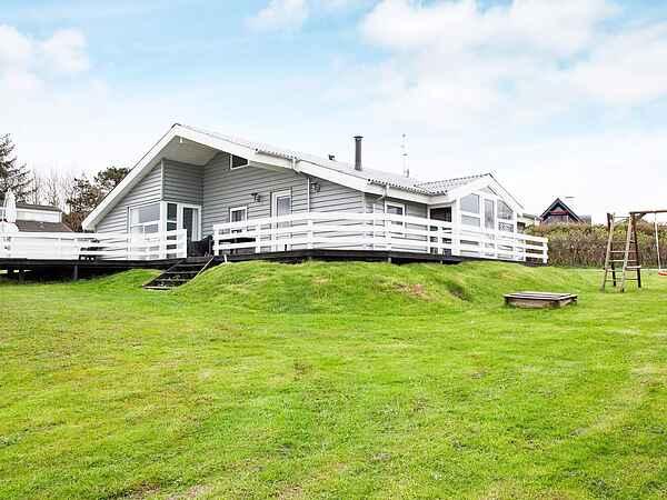 Sommerhus ved Øer Strand