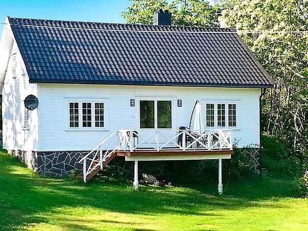 Holiday home in Høvåg