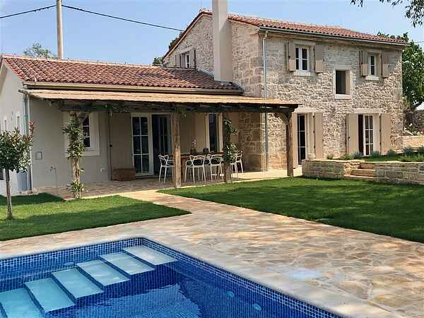 Traditional stone villa with pool for 10 person with 4 baths