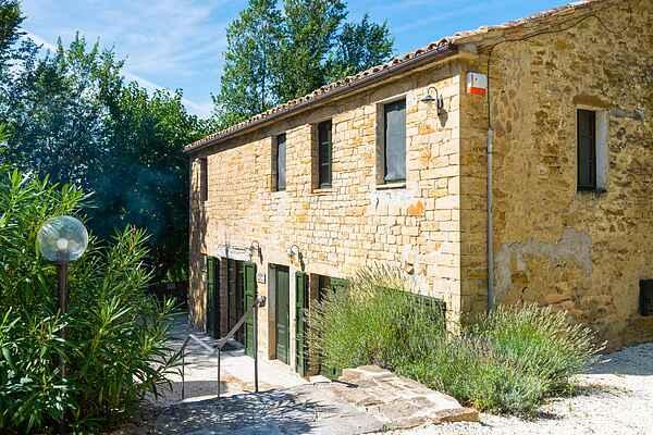 Manor house in Serra San Quirico
