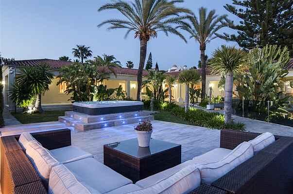 Beautiful Beachside Villa with HEATED POOL