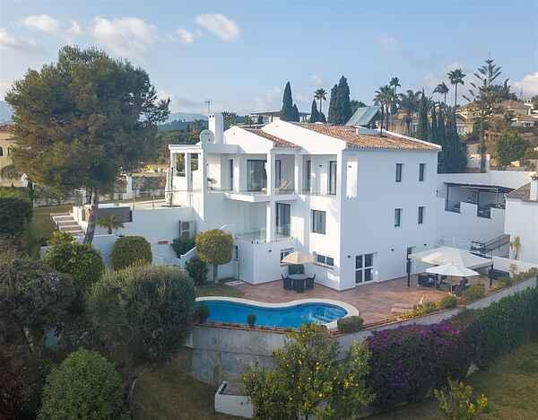 Moderne villa tæt på stranden.
