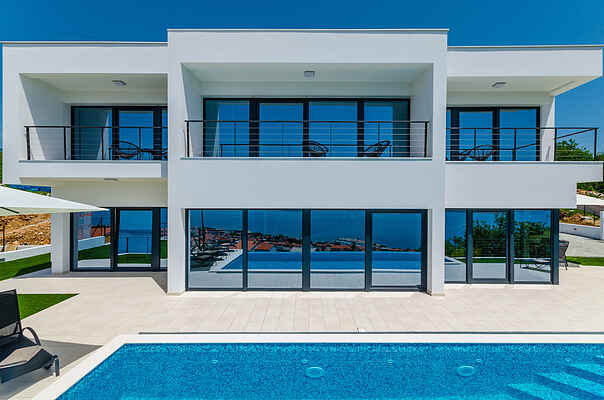 Beautifull modern villa with private pool and see view