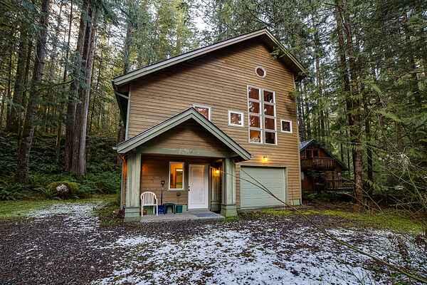 Mt. Baker Lodging Cabin #51 - Sleeps 8!