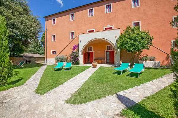 Gårdhus i Montescudaio