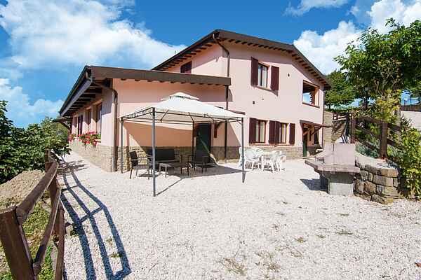 Gårdhus i Apecchio