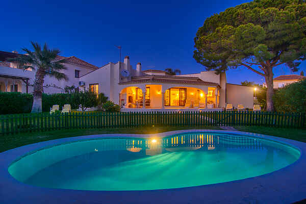 Las Chapas Playa casa típica de playa, piscina