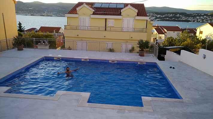 Apartment with Pool,Okrug Gornji, Trogir, Croatien