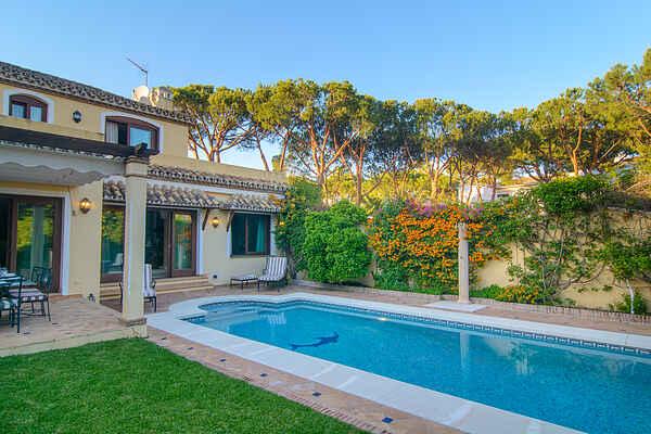 Ny Golden Mile-villa ved stranden med have