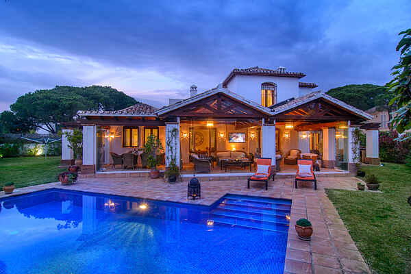 Elegant villa in Benamara with pool, garden, WiFi and BBQ