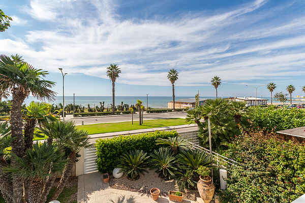 Clotilde, villa 30 meters from the sandy beach