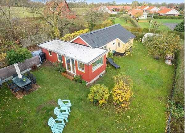 Hyggeligt Sommerhus med god beligenhed i Allinge.