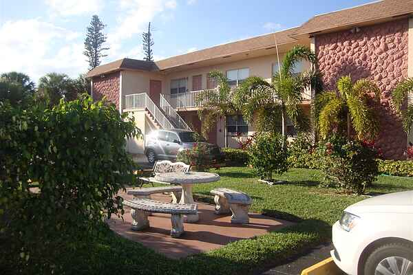 Mary Pop Apartments in Dania Beach Florida