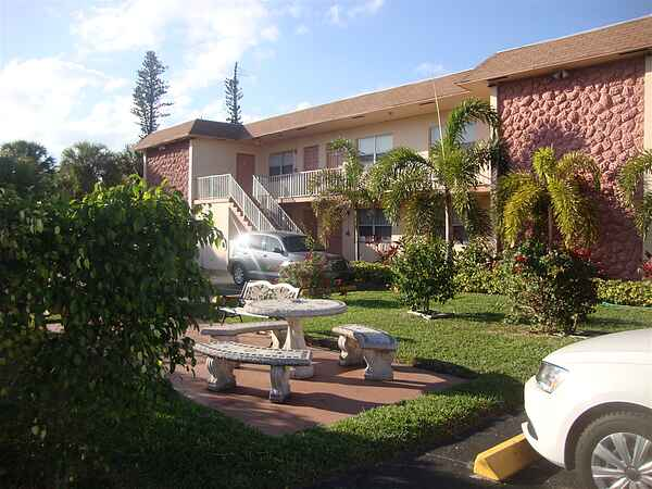 Mary Pop Apartments in Dania Beach Florida
