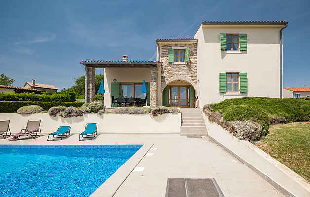 First class holiday home in the wine region