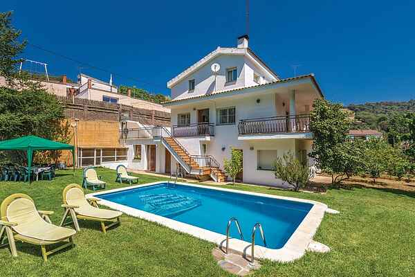 Holiday home in Sant Iscle de Vallalta