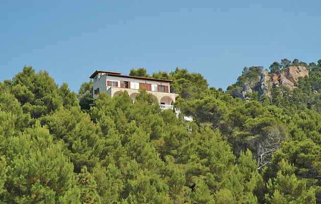 Noble mansion situated in utter privacy high above the sea
