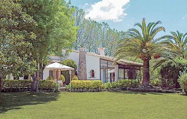Very well-kept mansion on the picturesque plains of Valldemossa