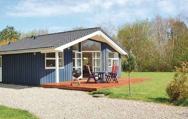 Holiday home in Albuen Strand