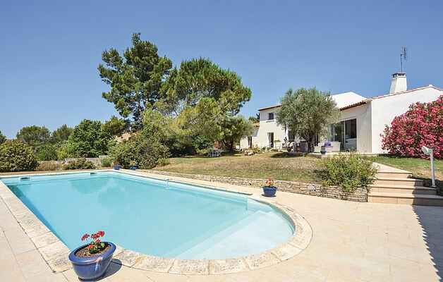 Holiday home in Garrigues
