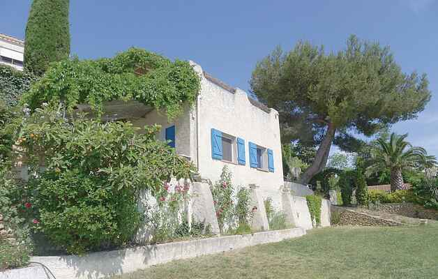 Apartment in Istres