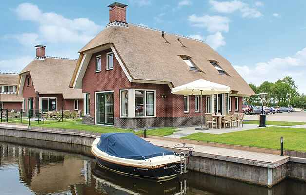 Holiday home in Idskenhuizen