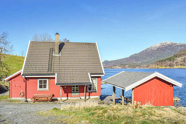 Holiday home in Ølensvåg
