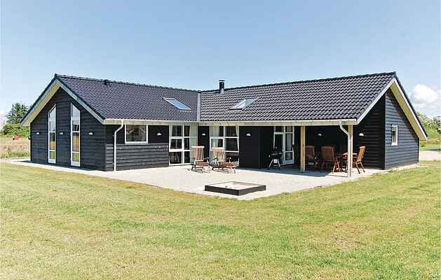 Holiday home in Skaven Strand