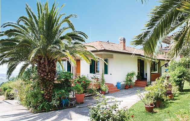 Holiday home in Corsanico