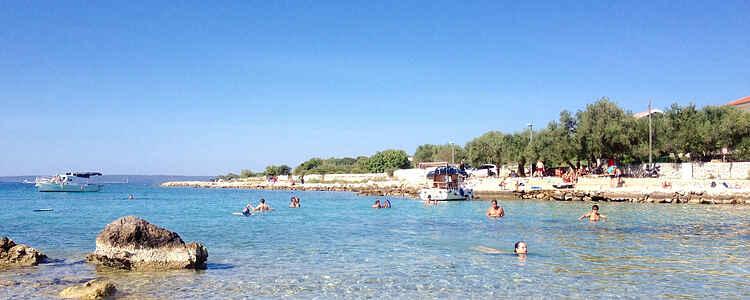 Vidunderlig afslapning på den solrige ø Pag i Kroatien