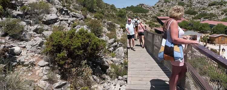 Must-see i spansk turistmekka: Kabelbane til bjergtop og rovfuglereservat