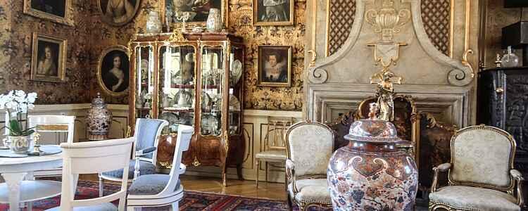 Mord, Goya och solkungen: Följ med till Voergaard slott
